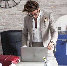 Mens Fashion and Style by Mariano Divaio Dapper Gentleman, Gentleman Style, Business Outfits, Business Fashion, Mdv Style, Men's Style, Street Style Magazine, Lucky Blue Smith, Suit Up