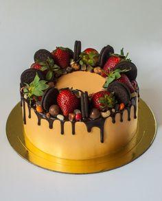 Fruit Cake Birthday Easy Ideas For 2019 - Kuchen-Designs Fancy Cakes, Mini Cakes, Bolo Vegan, Drippy Cakes, Super Torte, Patisserie Fine, Fruit Birthday Cake, Bolo Cake, Just Cakes