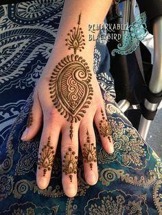 QuickDo Henna: pulling from surroundings Nice design Mehendi, Mehandi Henna, Mehndi Tattoo, Henna Tattoo Designs, Small Tattoo Designs, Henna Art, Henna Tattoos, Tattoo Ideas, Finger Tattoos