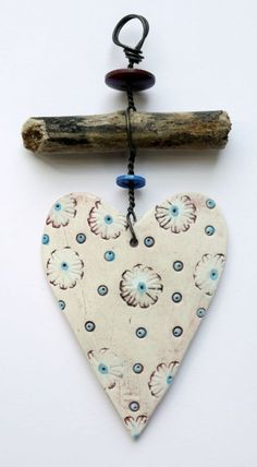 Wonderful Cost-Free air dry Clay hearts Concepts Delightful Hang Up – Heart 1 Clay Projects, Clay Crafts, Arts And Crafts, Clay Christmas Decorations, Christmas Crafts, Handmade Christmas, Ceramic Pottery, Ceramic Art, Driftwood Crafts