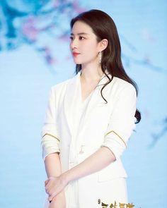 My Beauty, Beauty Women, Asian Beauty, Natural Beauty, Liu Shishi, Chinese Style, Chinese Fashion, Light Hair, Chinese Actress