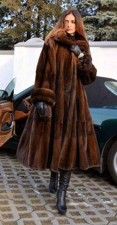 Fur Fashion, Look Fashion, Winter Fashion, Fur Coat Outfit, Cool Coats, Fabulous Furs, Swing Coats, Mode Vintage, Mink Fur