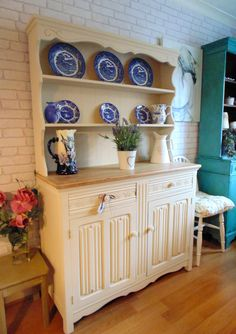 Stunning Welsh Dresser Painted in Annie Sloan Old Ochre with Sanded Solid Oak To. Stunning Welsh D Shabby Chic Dresser, New Furniture, Furniture, Shabby Furniture, Upcycled Furniture, Furniture Update, Welsh Dresser, Chalk Paint Kitchen, Shabby Chic Furniture