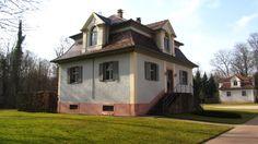 Schloss Favorite liegt mit seinem Park zwar nur wenige hundert Meter vom Rand der Kuppenheimer Bebauung entfernt, gehört jedoch bereits zu Rastatt.