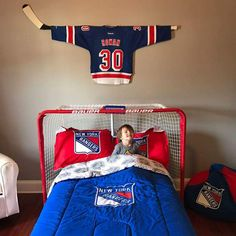 Hockey Themed Rooms For Boys - Life ideas Cooking universities offer exceptional instructional instruction and Boys Hockey Bedroom, Hockey Nursery, Kids Sports Bedroom, Boy Room, Kids Room, Hockey Decor, Hockey Crafts, Room Themes, Theme Bedrooms
