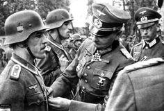 German General decorates Spanish soldiers, 1943