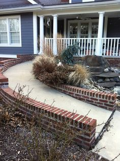 Most Design Ideas Bungalow Front Yard Garden Pictures, And Inspiration – Modern House Handicap Ramps, Handicap Accessible Home, Ada Accessible, Patio Steps, Porch With Ramp, Ramp Design, Access Ramp, Small Front Porches, Building A Deck
