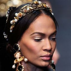 Dolce & Gabbana - Milan Fashion Week Fall 2012: up-close shot of the divine Rococo makeup and hair accessories