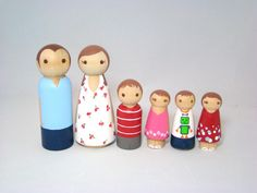Large Wooden Peg Doll Family of 6 - Personalized Custom Hand Painted Wood Peg Family... Wondering if I could make this myself...
