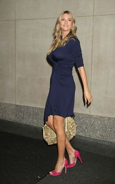 Love the classic navy with the pink pumps Ivanka Marie Trump, Ivanka Trump Photos, Ivanka Trump Style, Ivana Trump, Trump Is My President, Good Looking Women, Tall Women, Leggings Fashion, Sexy Legs