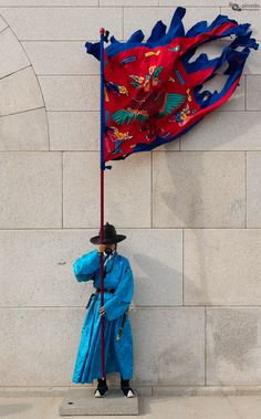https://flic.kr/p/z4y85v | Protector | Guardian in front of the  Gwanghwamun gate at Gyeongbokgung Palace, Seoul, South Korea.  Contract me through picardo.photography or  picardo.photography@gmail.com   (D61_3120.jpg)