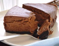 Chocolate cheesecake for those watching their waistlines Banana Cheesecake, Chocolate Cheesecake Recipes, Cake Chocolate, Queijo Cottage, Healthy Sweet Treats, Pie Recipes, Food Pictures, Good Food, Food And Drink