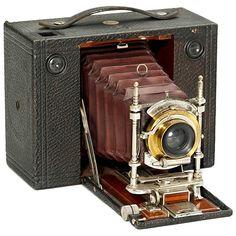 No. 3 Cartridge Kodak Camera, 1900 Eastman Kodak, Rochester. Size 3 1/4 x 4 1/4 in. on 119 rollfilm, Rectilinear in Bausch & Lomb shutter, dark red bellows. - Rare in this size!