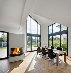 Chalet Interior, Interior Design, Old And New, Bungalow, House Plans, New Homes, Windows, Living Room, Architecture