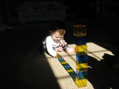 Playing with Natural Light. The cubes are called rainbow crystal cubes. Activities For 1 Year Olds, Sensory Activities Toddlers, Teaching Activities, Infant Activities, Educational Activities, Kindergarten Sensory, Toddler Play, Baby Play, Toddler Gifts