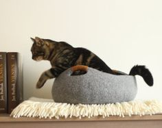 Handmade felt cat bed from 100% merino wool. Light grey flower felted cat bed.  Size M: diameter 40cm; 16in, height 16cm; 6.4in. Size L: diameter 45cm; 18in, height 17cm; 6.8in. Size XL: diameter 50cm; 20in, height 18cm; 7.2in. My products are handmade, so decor might slightly differ from the one shown in photos.  Care: Gently hand wash with warm water. Restore a primary shape and let it dry on a towel. Shipping: Post office service (registered package with tracking number).  Please keep in…