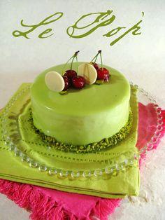 J'en reprendrai bien un bout. Beautiful Desserts, Beautiful Cakes, Fancy Desserts, Delicious Desserts, Pastry Recipes, Gourmet Recipes, Cake Cookies, Cupcake Cakes, Cheesecakes
