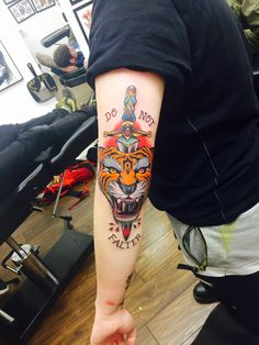 40 Meilleures Images Du Tableau Tatouage Sur Le Coude Elbow