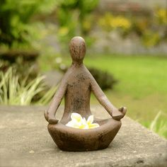 Small Zen garden: 108 suggestions for choosing your Zen style home decorations Pottery Sculpture, Sculpture Art, Garden Sculpture, Diy Clay, Clay Crafts, Keramik Design, Meditation Garden, Meditation Art, Ceramic Clay