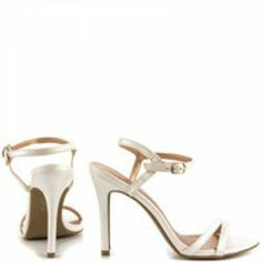 An item from  http://minipopup.com/show/amanda.marzolini Minipopup.com: #fashion #shoes #heels #accessories #white