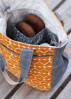Super Tote PDF sewing pattern - Noodlehead, a extra roomy tote with recessed zipper and great details!
