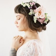 #SneakPeek - This gorgeous bridal #hairstyle is coming to the blog this week!  Photography by @morning_light__   Floral Design by@bowsandarrowsflowers  Wedding Dresses from@tatyanamerenyuk  Veils from@girlwithaseriousdream Rings from@trumpetandhorn Makeup
