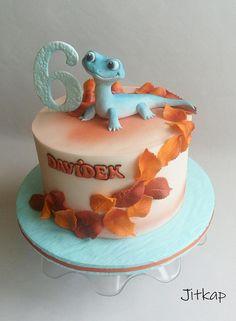 Frozen 2 by Jitkap Frozen Birthday Cupcakes, Olaf Birthday Cake, Frozen Themed Birthday Party, Bolo Frozen, Frozen Cake, Pastel Frozen, Frozen Party Food, Giraffe Cakes, Horse Cake