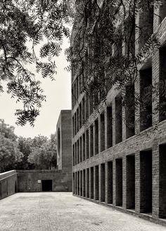 Louis Kahn, Cemal Emden · Indian Institute of Management Ahmedabad Public Architecture, Famous Architecture, Brick Architecture, Landscape Architecture, Classical Architecture, Luigi Snozzi, Richard Rogers, Louis Kahn, Lebbeus Woods