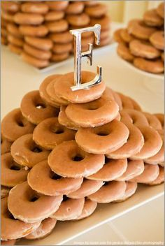 mmmmmm donuts ~~~ Cheese cake, Nutmeg Donut Gaps, Stawberry spread Sitting donuts, and Crumb cake mmmmm! donuts for everyone Krispy Kreme Donut Cake, Doughnut Cake, Donut Bar, Wedding Brunch Reception, Donut Tower, Naked Cakes, Wedding Cake Alternatives, Traditional Wedding Cake, Cupcakes