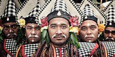 Balinese youths in traditional attire. . . . . . #bali #traveling #travelphotography #instatravel #travelblog #travelblogger #travelphotography #wanderlust #welltraveled #traveller #nomad #destinationed #travell.ers #balidominik #natgeo #natgeoadventure #wanderlustofasia #instatravel #instagood #asianculture #wewanderasia #explorebali #balidaily #fascinatingbali #melasti #galungan