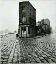 Robert Doisneau. Au Bon Coin', Saint / Denis - 1945.