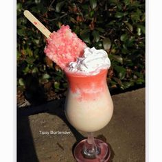 Strawberry Stormcake Cocktail - For more delicious recipes and drinks, visit us here: www.tipsybartender.com