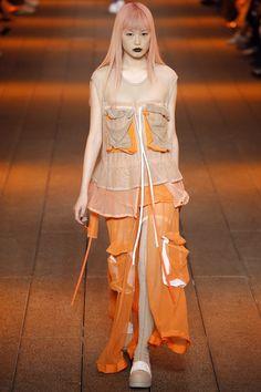 DKNY Spring 2017 Ready-to-Wear Fashion Show - Fernanda Hin Lin Ly