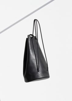 FOR INSPIRATION  tasteful with the Kelly blue rose: black leather bag.