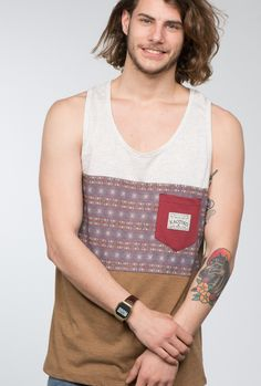 Camiseta Kaotiko de tirantes con print 'Hindu'.