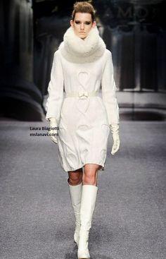 laura biagiotti KNIT - Google Search Laura Biagiotti, Knitwear Fashion, Winter Looks, Wool Sweaters, Pretty Dresses, Knit Dress, Fashion Beauty, Winter Fashion, Sweaters For Women