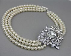 pearl necklace in white or cream pearls