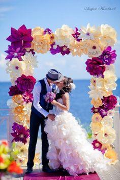 Выездная регистрация с аркой из бумажных цветов | Decorsando.ru | Giant paper flowers wedding arch