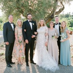A Complete Guide to Taking Family Photos at Your Wedding Wedding Family Poses, Family Wedding Pictures, Wedding Picture Poses, Wedding Poses, Wedding Photoshoot, Family Photos, Wedding Photo Checklist, Wedding Photo List, Wedding Photography Checklist