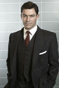 Dominic West is an English actor. Her birth name is Dominic Gerard Fe West and he was born on October 15, 1969 in Sheffield, United Kingdom. He is the son of George West who is the owner of a plastic factory and Moya who is a housewife.