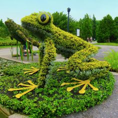 'Fragile Frogs' - photo by Andre Vandal (AV Dezign), via Flickr; at the 2013 Mosaïcultures Internationales Competition at Montreal's Botanical Garden, Quebec, Canada