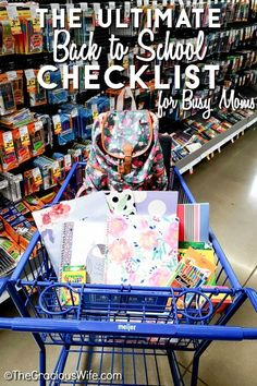 Getting ready for a new school year and juggling chaotic schedules can be overwhelming. Use this ultimate back to school checklist for busy moms to in Tot School, New School Year, School Classroom, First Day Of School, School Lunches, Picture Day Outfits, Girls Names Vintage, Back To School Checklist, When School Starts
