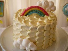 Bolo para Chá de bebê tema chuva #bolosempasta #arcoiris #chuva #nuvens #temachuva #rainbabyshower