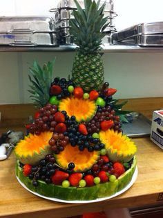 54 Best Ideas for fruit platter wedding veggie display Fruit Centerpieces, Fruit Decorations, Edible Arrangements, Food Decoration, Fruit Tables, Fruit Buffet, Fruit Trays, Fruit And Veg, Fruits And Veggies