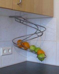 Fruit slide, Better then a bowl sitting on the counter! This way you can tell which is the oldest! @ Home Improvement Ideas