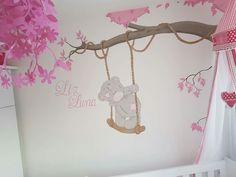 Me to you beertje muurschildering in babykamer