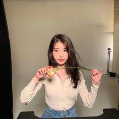 """everyone, look at my girl"" Iu Fashion, Korean Fashion, Korean Celebrities, Korean Actresses, Ulzzang Girl, Korean Singer, How To Look Pretty, Kpop Girls, Girl Crushes"