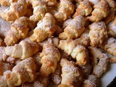 Składniki: ·  3 szklanki mąki (szklanka ma pojemność 250 ml) ·  200 g masła (mocno schłodzone) ·  50 g smalcu (schłodzony) ·… Pudding Cake, Cupcake Cookies, Ale, Cooking Recipes, Sweets, Ethnic Recipes, Food, Sweet Pastries, Meal