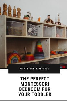 Tips to setup the perfect Montessori bedroom for your toddler. From low shelves to floor bed, you'll find everything you need to give your toddler a beautiful bedroom to explore. Parenting Toddlers, Parenting Tips, Nursery Inspiration, Nursery Ideas, Bedroom Ideas, Montessori Bedroom, Montessori Education, Kids Furniture, Bedroom Furniture