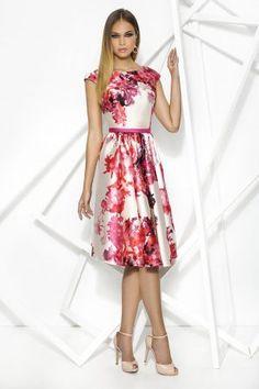 Consigue el vestido Privée 7867 en Cabotine. Todo en las últimas tendencias y los mejores diseños.